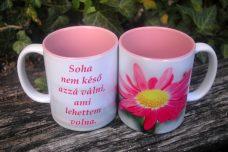 Rózsaszín virágos bögre, felirattal