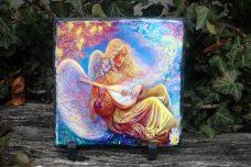 Angyalos, színes kőlap tartóval