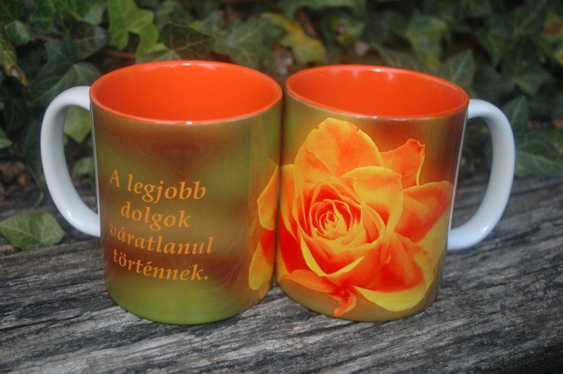 Narancs virágos bögre, felirattal