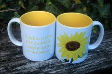 Sárga virágos bögre, felirattal