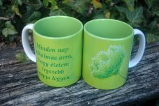 Zöld virágos bögre, felirattal